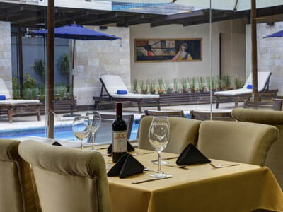 Picture of poolside dining area of the Costa Rica Medical Center Inn.