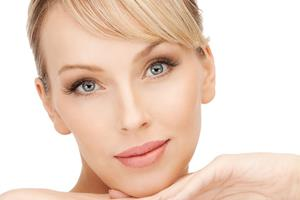 Close-up portrait picture of a beautiful woman's face, showing the facial fillers procedure she had in Costa Rica.