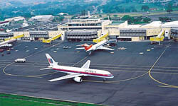 Picture of airplanes in the gate area of the San José, Costa Rica airport.