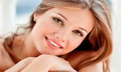 Picture of a smiling young lady, happy with her laser treatment in Costa Rica